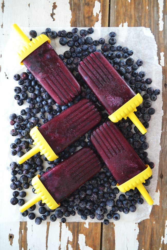 Real Fruit Juice Popsicles {A Pretty Life}