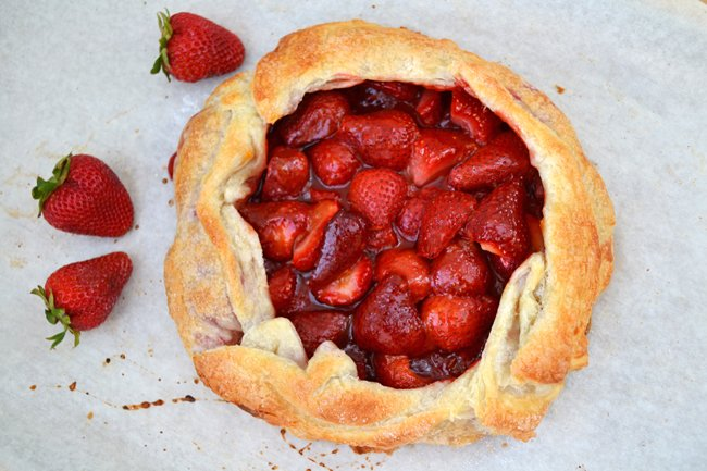 Rustic Free-Form Strawberry Pie {A Pretty Life}