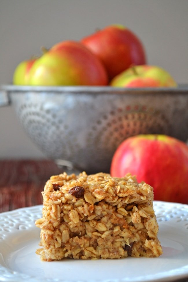 Apple Pie Baked Oatmeal {A Pretty Life}