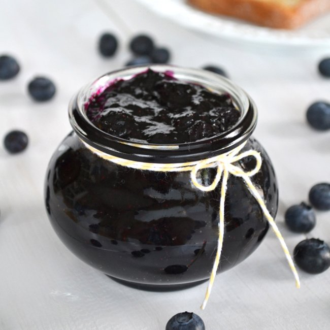 Easy Blueberry Jam {A Pretty Life}Feature