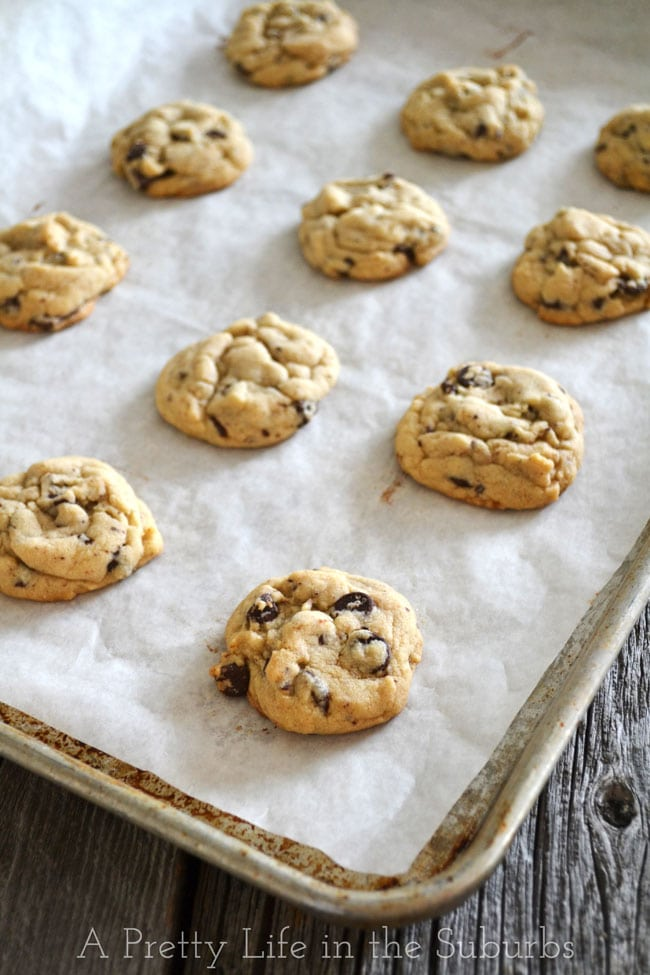 Chocolate-Chip-Cookies-{A-Pretty-Life}