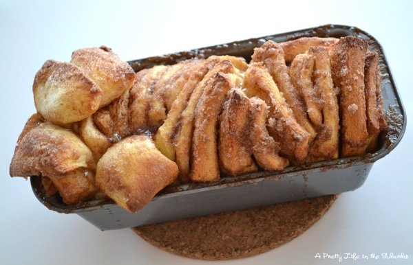 Cinnamon Sugar Pull-Apart Bread  {A Pretty Life}