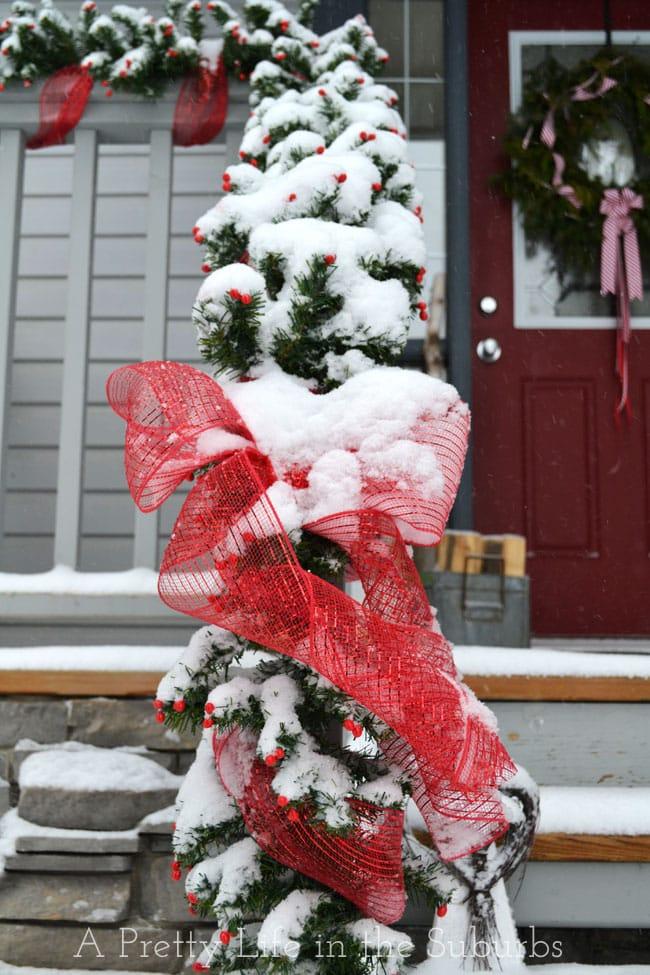Christmas-Porch-3{A-Pretty-Life}