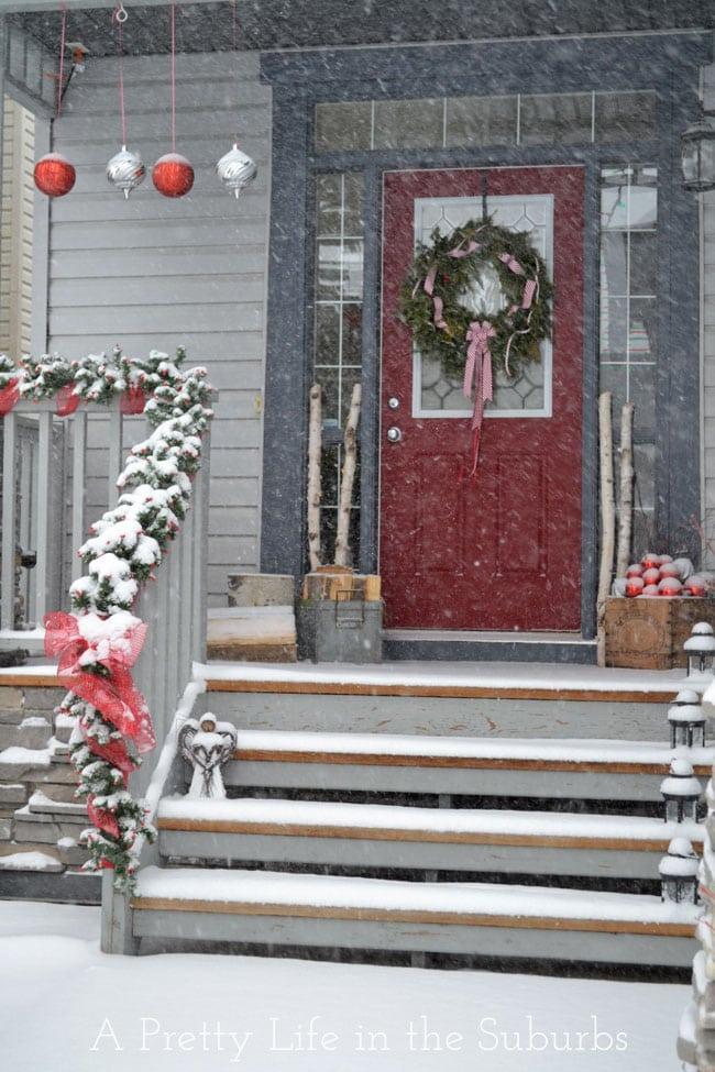 Christmas-Porch-8{A-Pretty-Life}