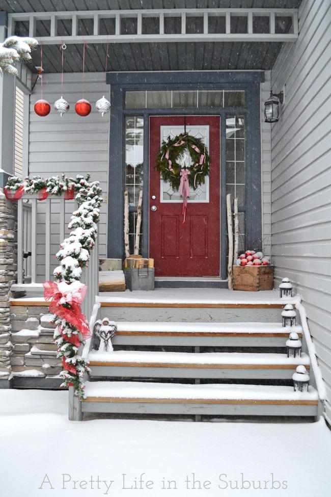 Christmas-Porch-9{A-Pretty-Life}