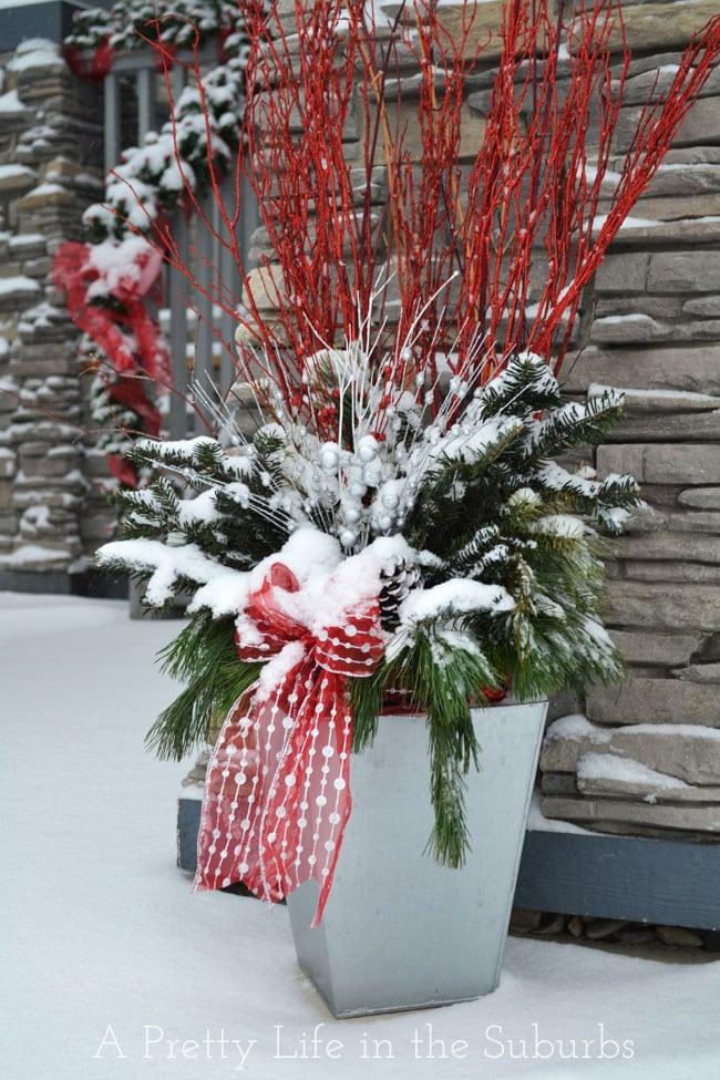 Christmas-Porch-{A-Pretty-Life}