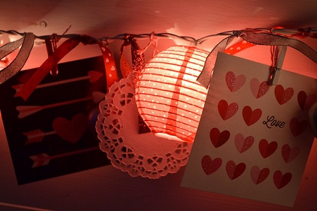 diy-valentines-light-garland