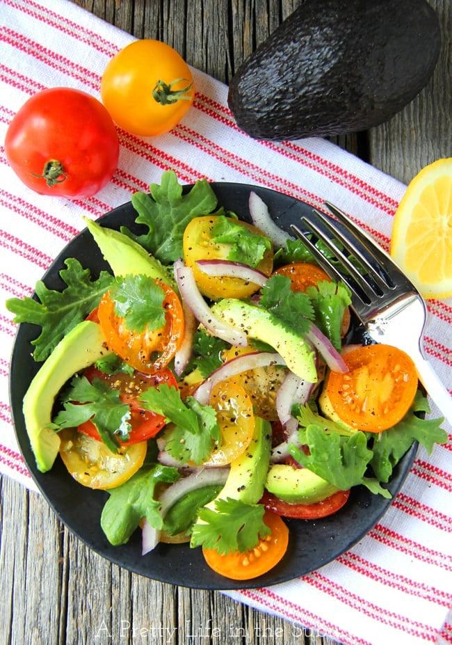 Avocado, Tomato, Kale & Onion Salad {A Pretty Life} 3