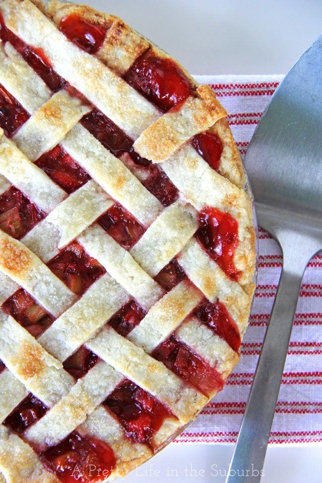 Strawberry Rhubarb Pie {A Pretty Life}