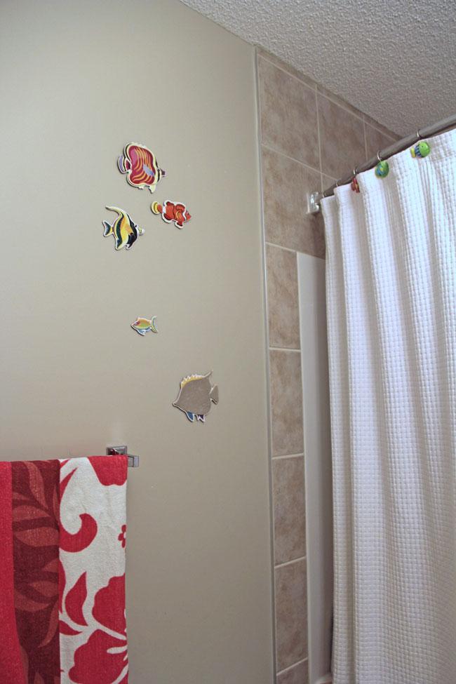 Kids-Bathroom-Before-2{A-Pretty-Life}
