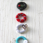 Mini-Yarn-Wreath-Christmas-Ornaments-2{A-Pretty-Life}