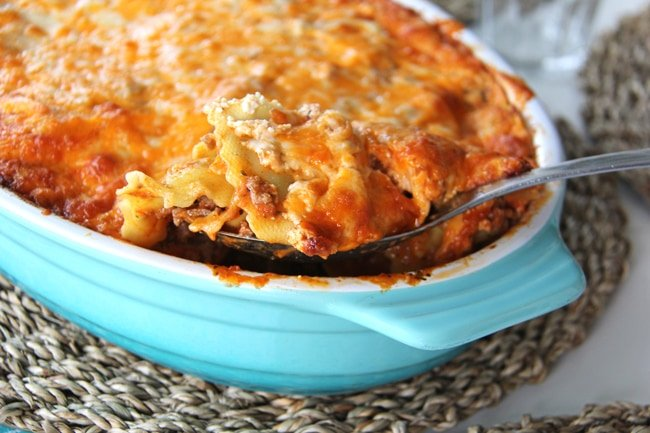 Easy Ravioli Lasagna {A Pretty Life}