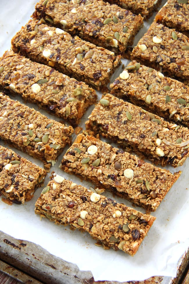 Hearty Pumpkin Pie Granola Bars {A Pretty Life}