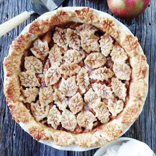 The Easiest Apple Pie  {A Pretty Life}