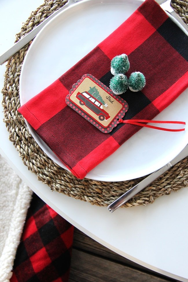 Christmas Place Setting Idea // Love the idea of using a gift tag for the place card!