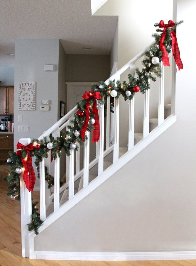 Pretty Christmas staircase garland
