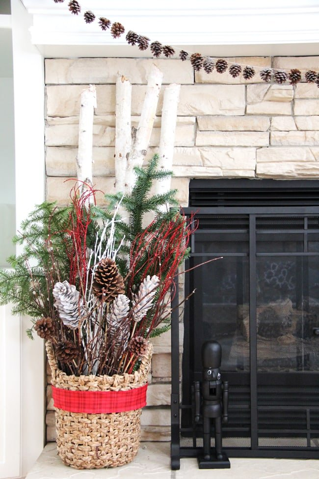 Pretty Christmas arrangement idea