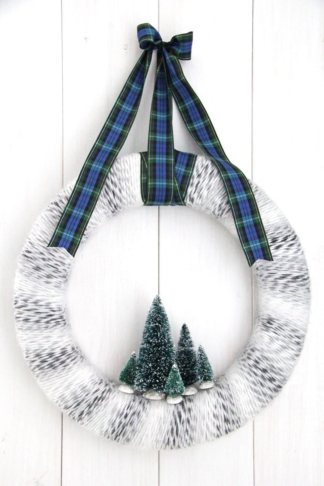 Winter Yarn Wreath {A Pretty Life}