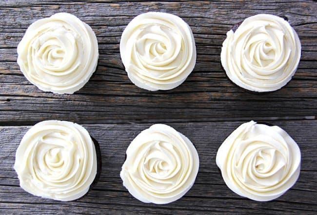 Marshmallow Vanilla Buttercream Frosting {A Pretty Life}
