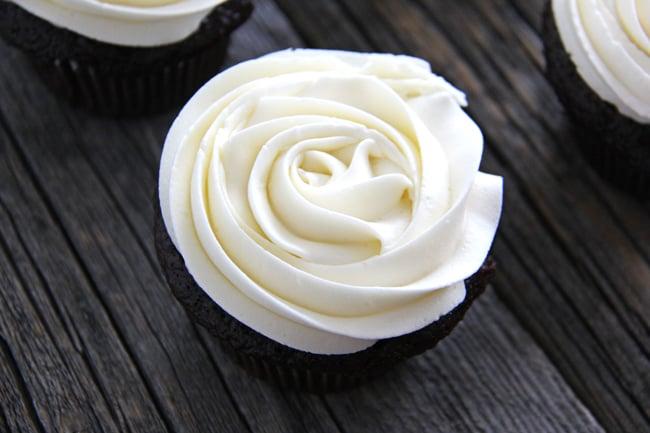 Marshmallow Vanilla Buttercream Frosting A Pretty Life