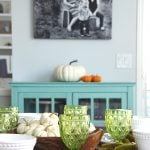 A simple and pretty fall table setting
