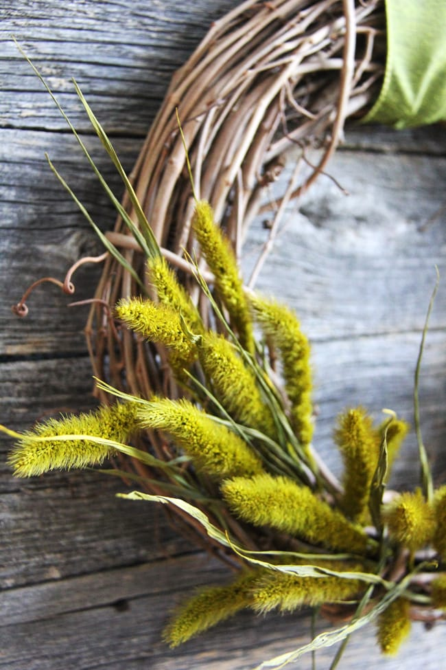 Simple Fall Grass Wreath {A Pretty Life}