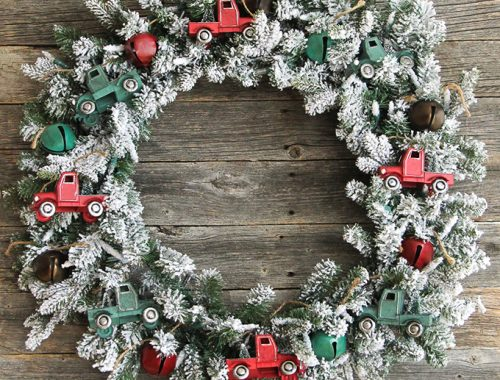 Vintage Truck Christmas Wreath {A Pretty Life}