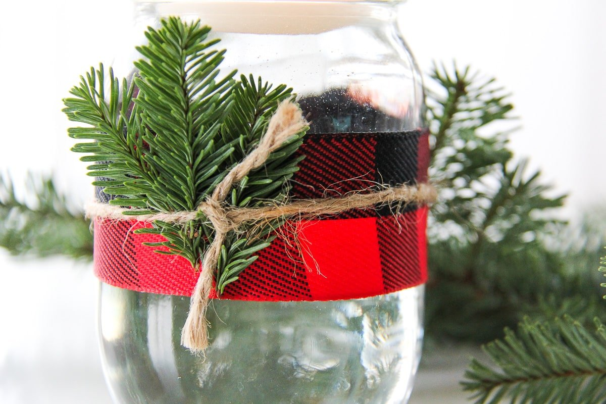 5-minute-christmas-mason-jar-candle-2