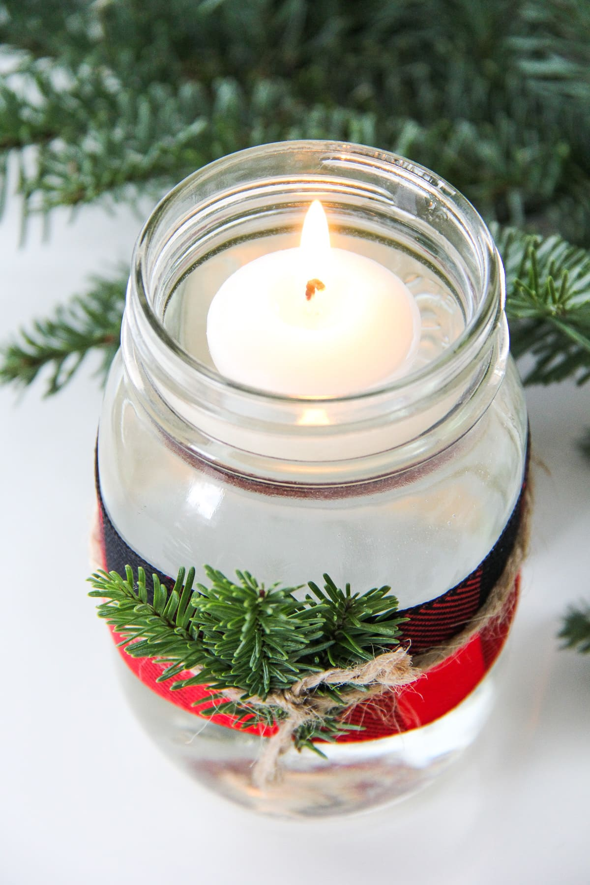 5-minute-christmas-mason-jar-candle-3