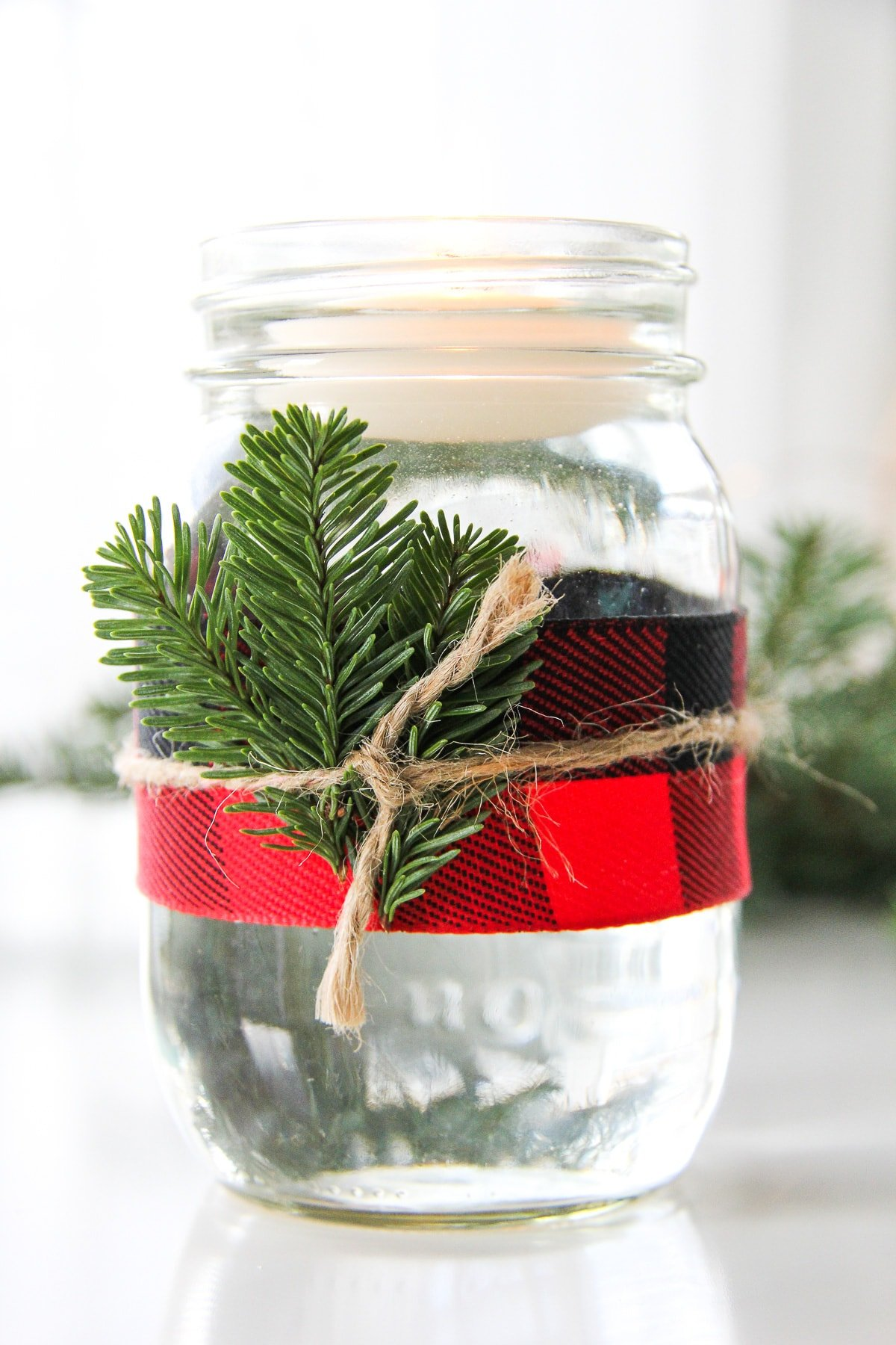 5 Minute Christmas Mason Jar Candles