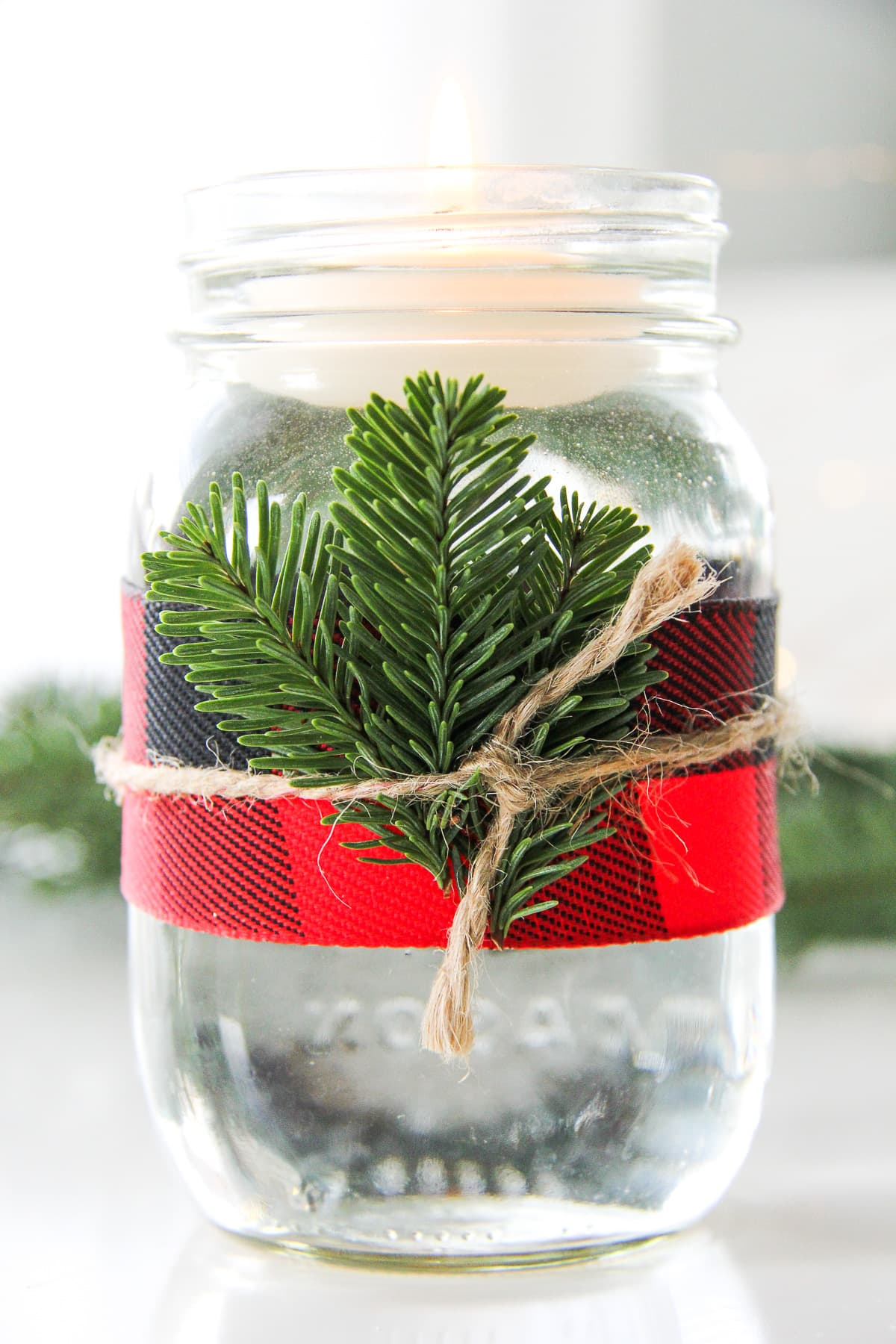 5 Minute Christmas Mason Jar Candles