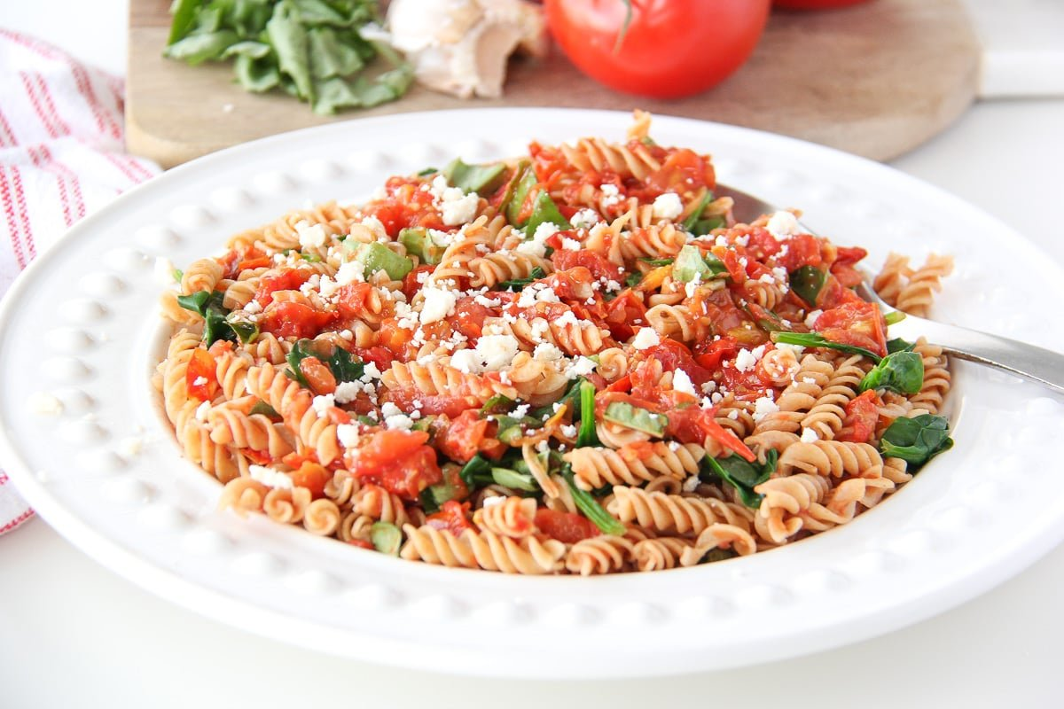 roasted tomatoes pasta with fresh spinach tomatoes and roasted garlic ...
