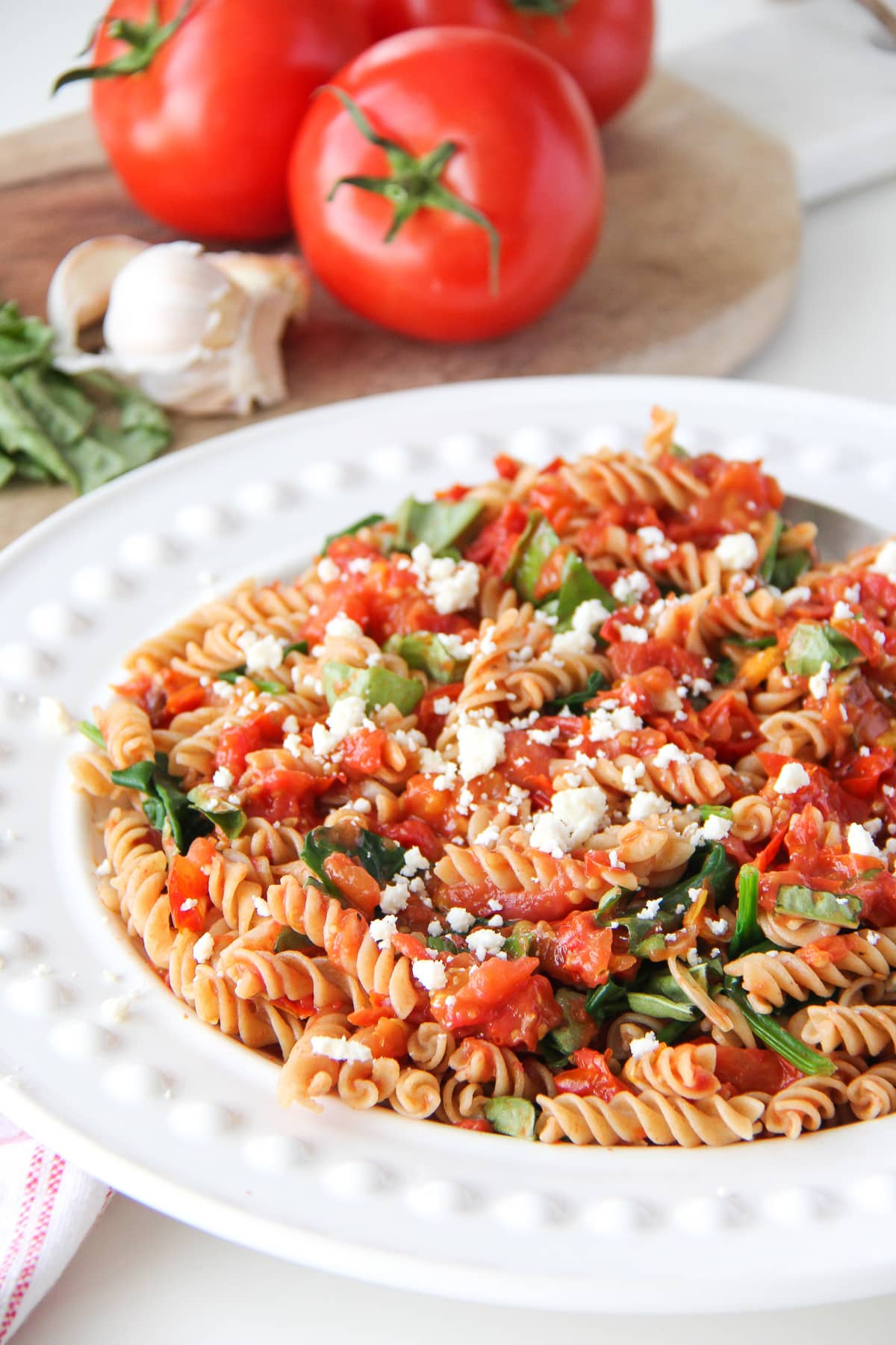 Pasta With Fresh Spinach, Tomatoes And Roasted Garlic ...
