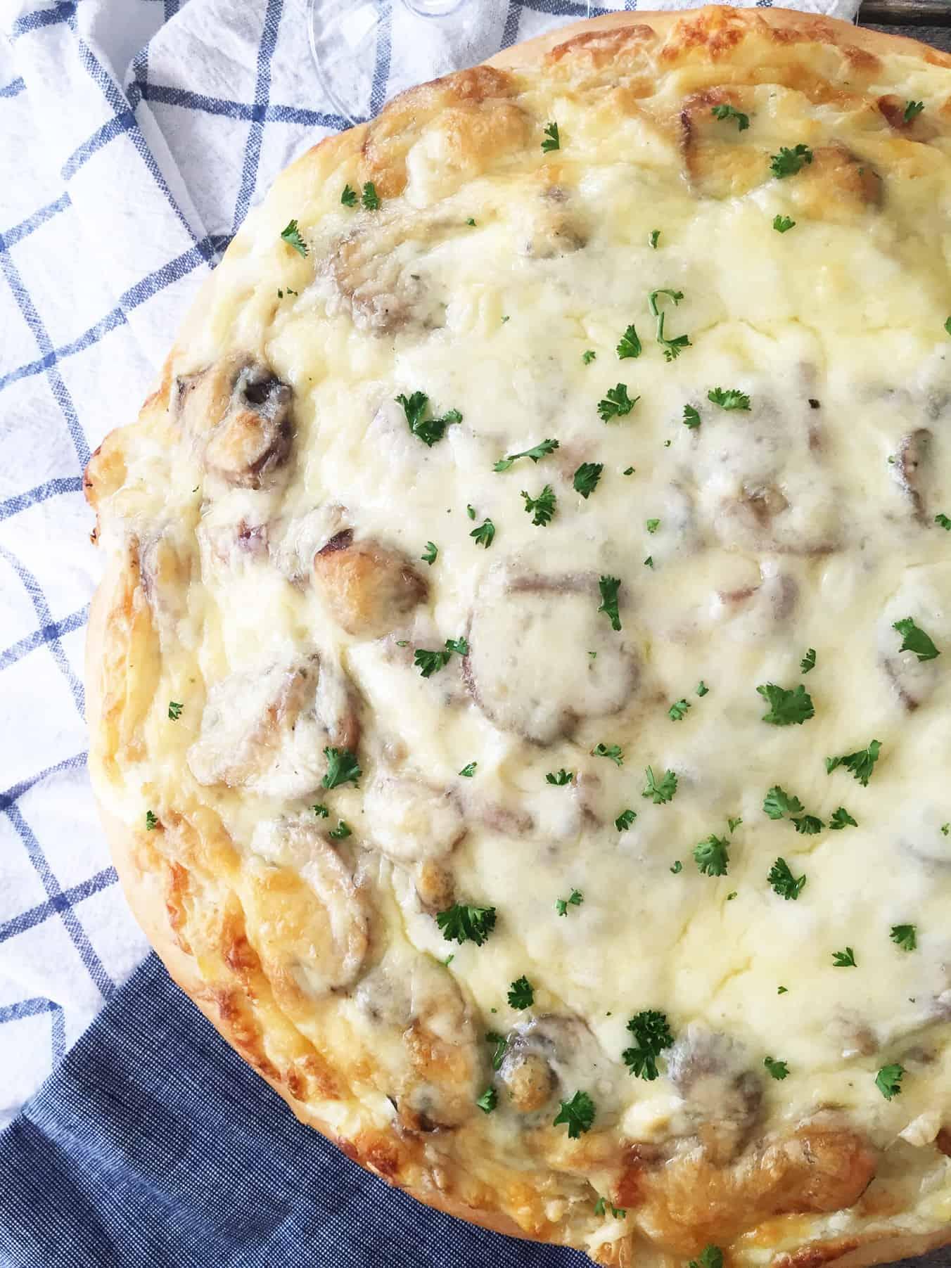 White Pizza with Chicken, Mushrooms and Mozzarella