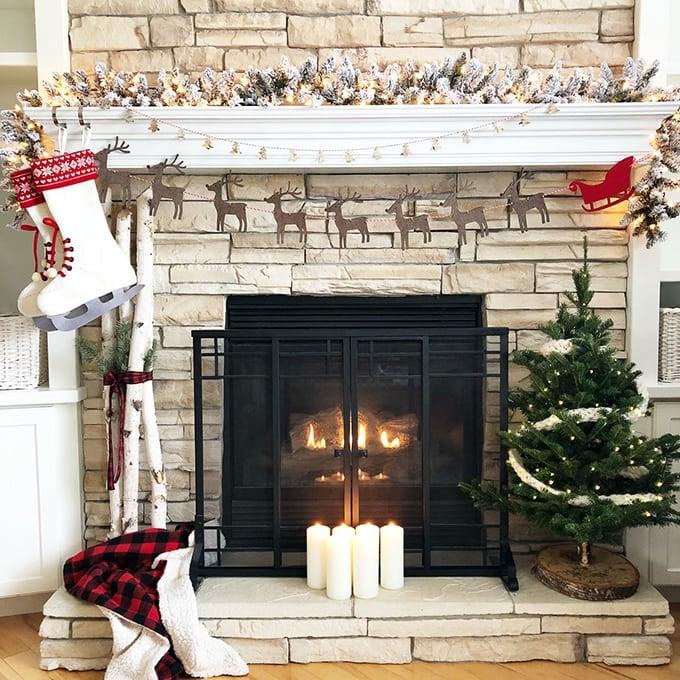 Christmas Mantel.Classic Christmas Mantel A Pretty Life In The Suburbs