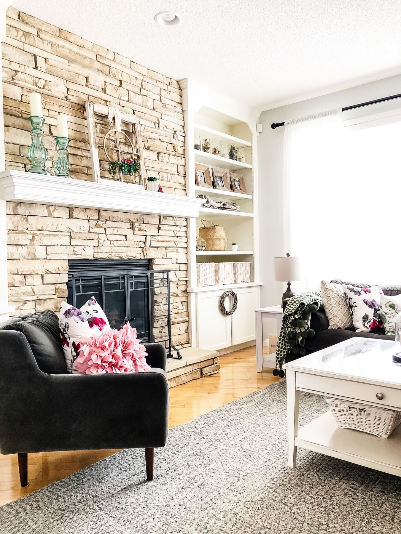 Spring in the Living Room: Simple Decorating