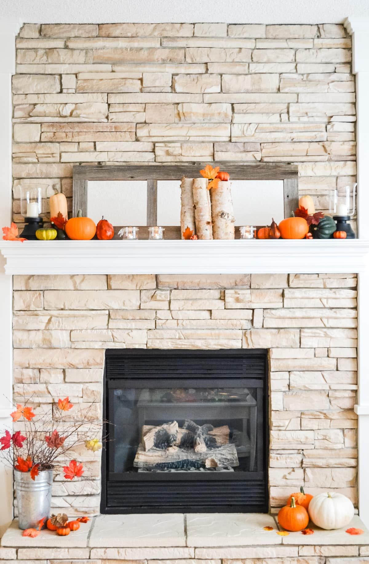 Love all the pops of orange on this fall mantel!