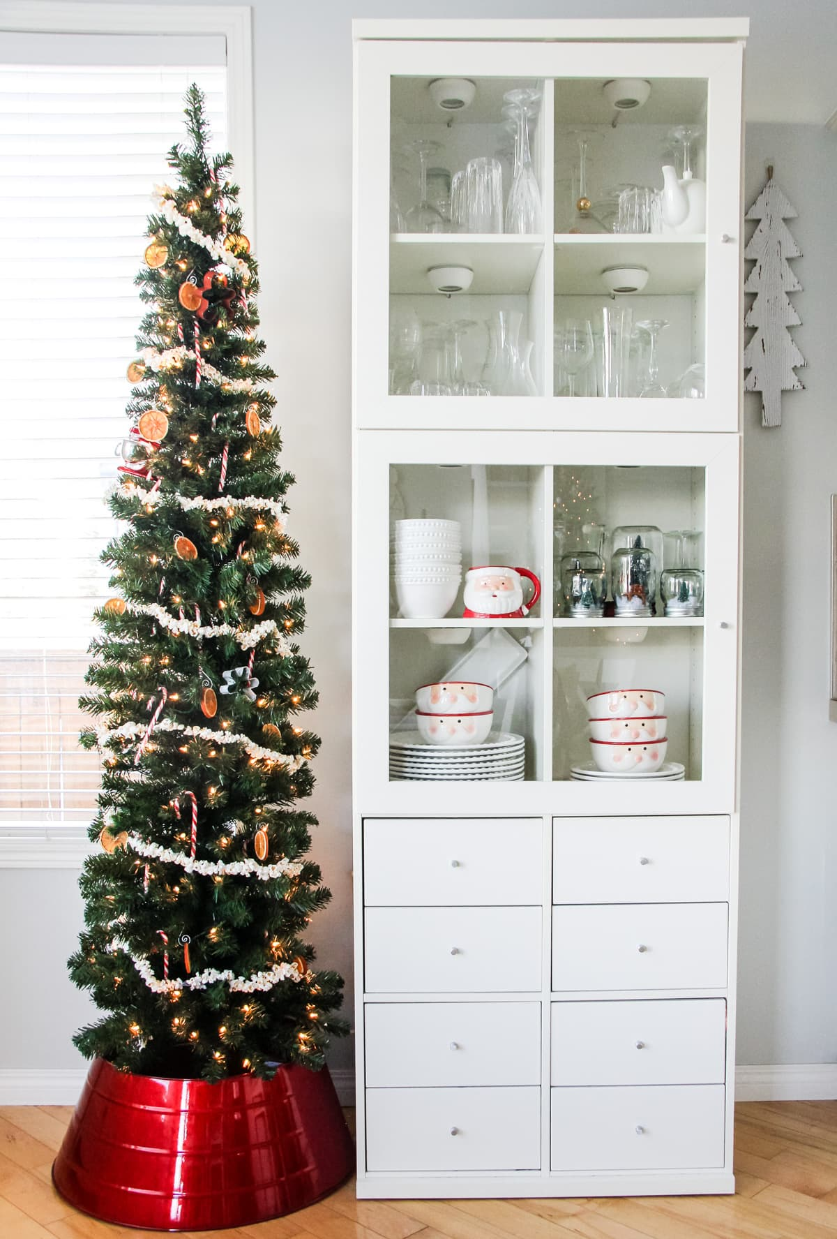 A food-inspired Christmas tree in the kitchen!