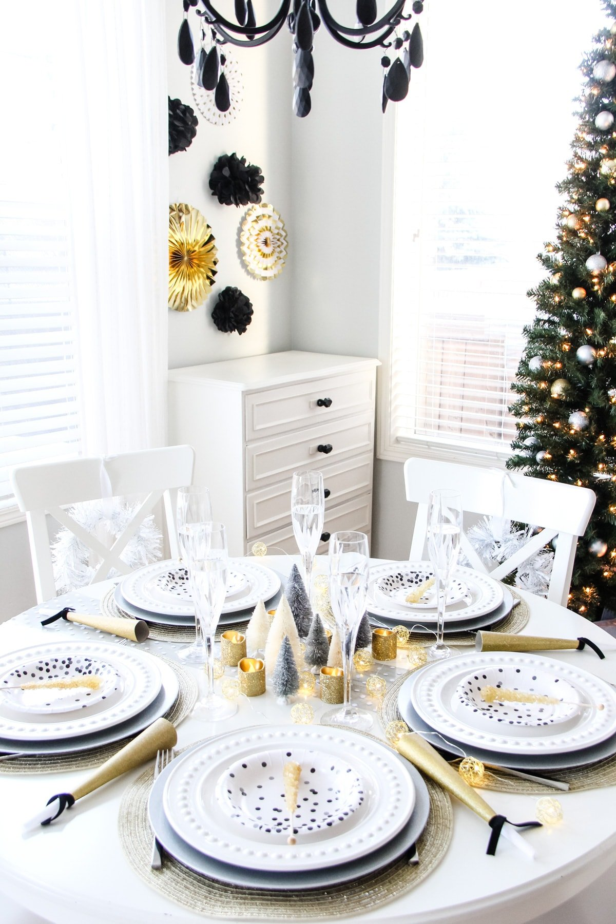 An Easy New Year S Eve Table A Pretty Life In The Suburbs