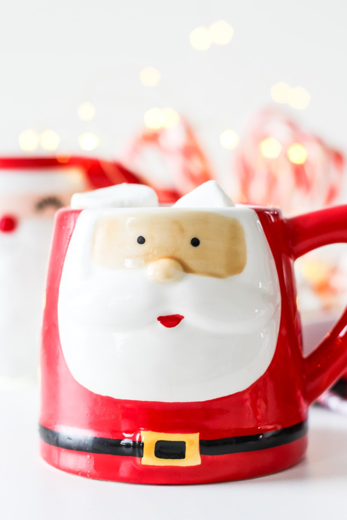 A Santa mug with the Bokeh effect in the background